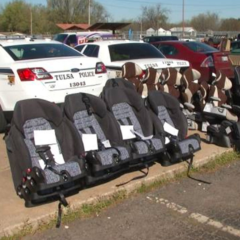 Tulsa Officers Host Car Seat Check-Up For Parents